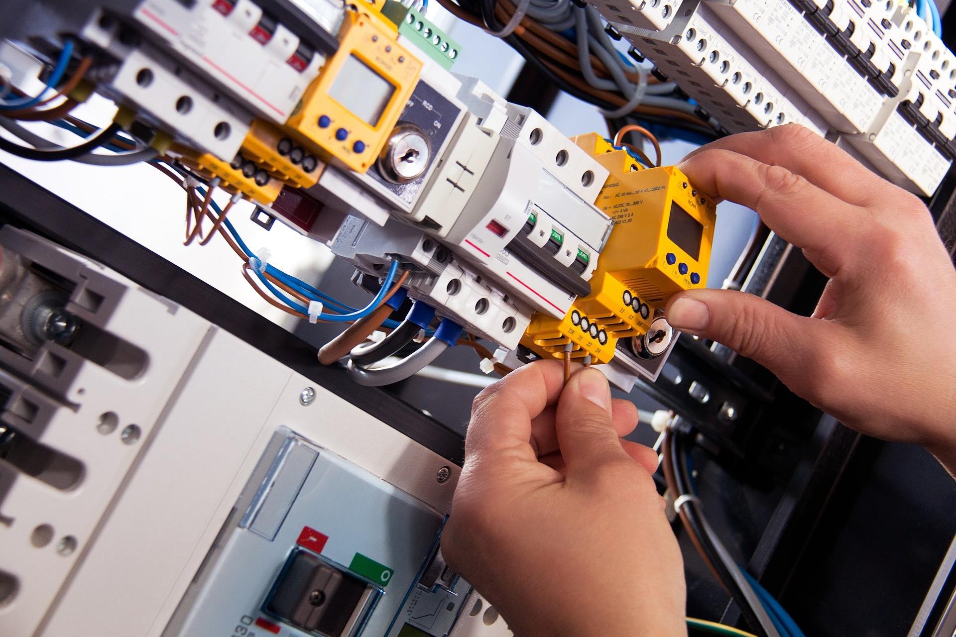 Desarrollo de proyectos de redes eléctricas de baja tensión   Curso para desemplead@s   GRATUITO